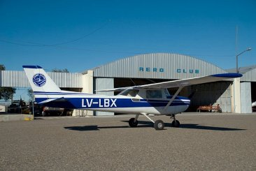 avion en aeroclub roca